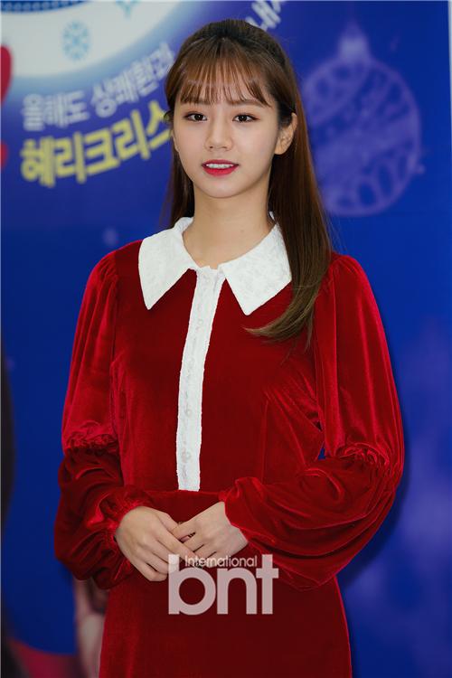 李惠利举行签名活动 展现特级可爱魅力
