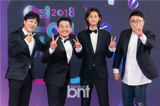 《2018 KBS演艺大赏》22举行 众星华丽出席亮相红毯