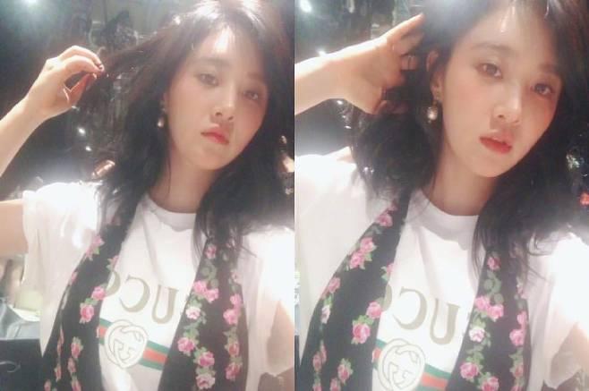 少女时代成员权俞利(Yuri)在Instagram晒自拍 手打理着头发展现出高冷魅力
