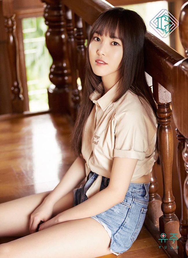 GFRIEND公开崔俞娜(Yu Ju)的第五张迷你专辑《PARALLEL》个人概念照