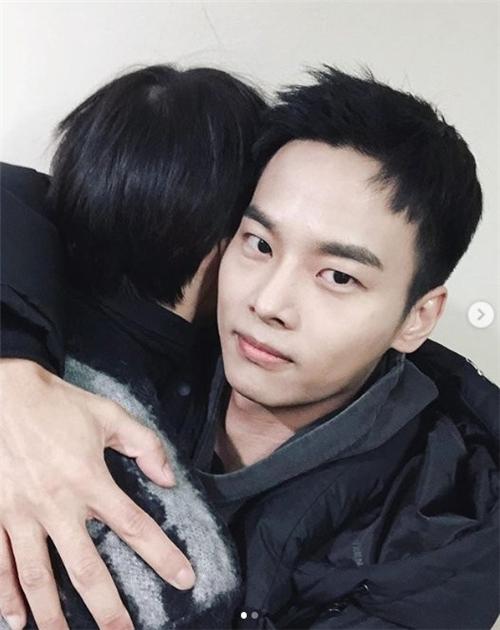 VIXX Leo与服役中的N相遇 公开暖暖自拍照