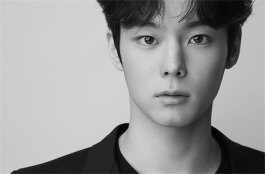 《Produce X 101》出身尹书彬签约SAA 成为孝敏&HaNi同门