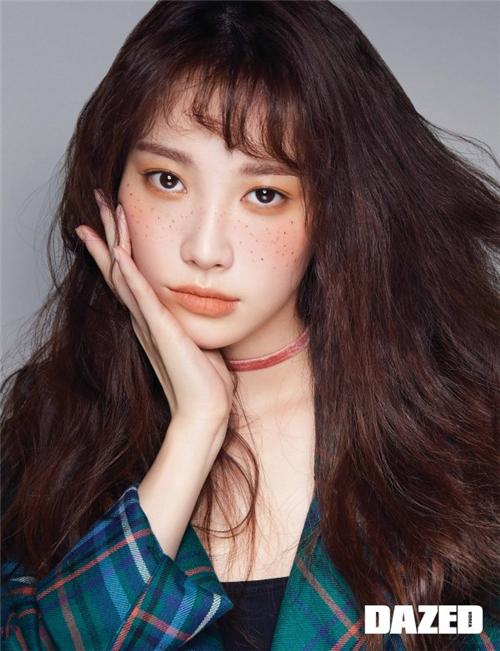 Yura最新画报公开 独特妆容展现个性魅力