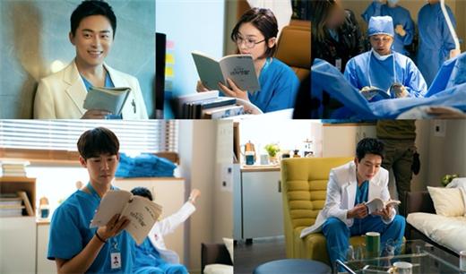 《机智的医生生活》公开拍摄花絮 认真研读剧本的五位演员
