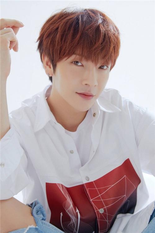 男团超新星出身郑允鹤感染新冠病毒 成为韩国首个确诊艺人